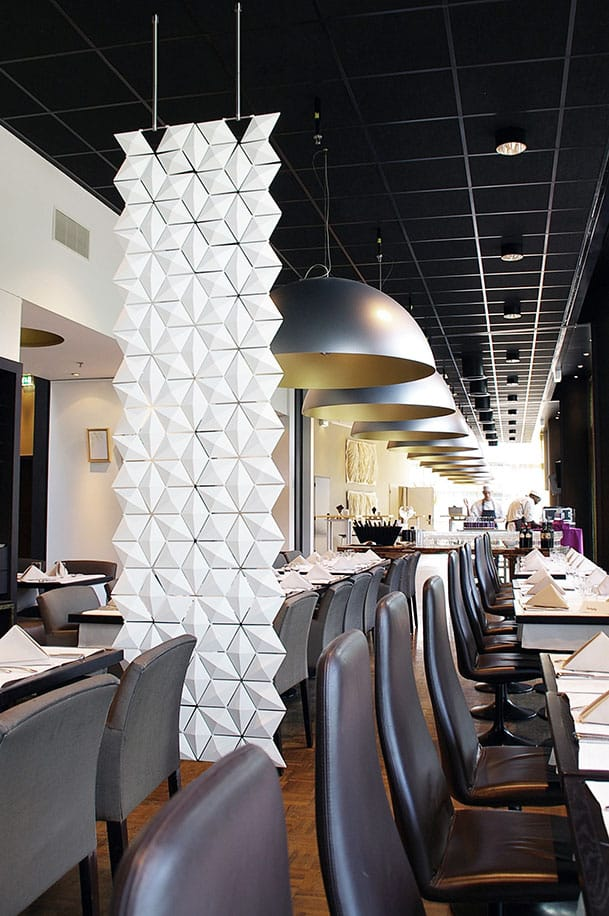Restaurant divider with a dash of elegance.
