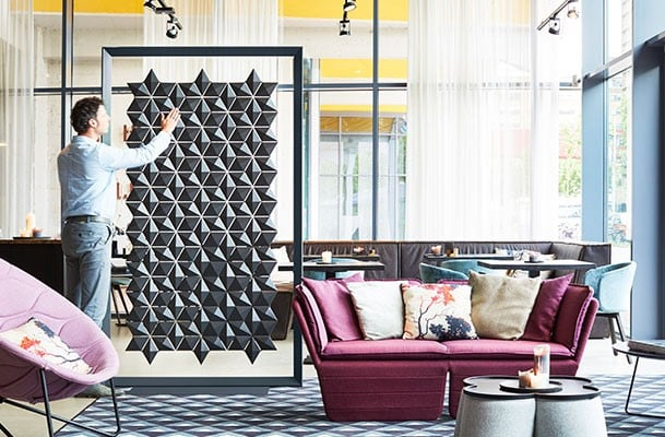 Hanging room divider Facet, let it stand!