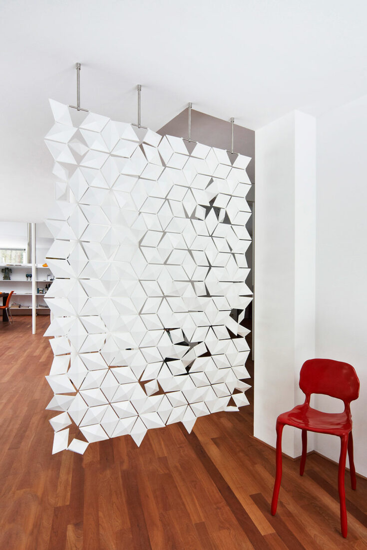 Subtle front door screen Facet in width 136cm x height 187cm and color White