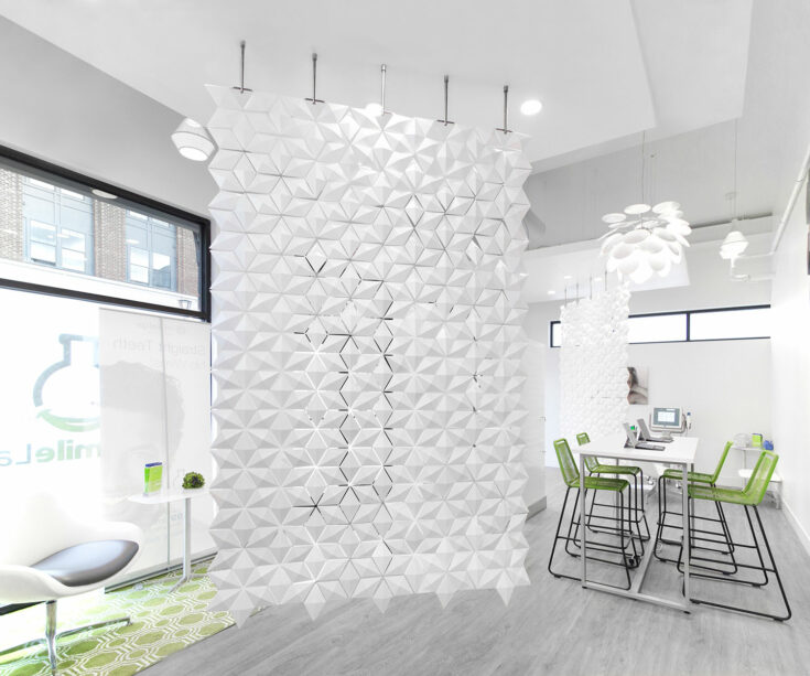 Commercial space divider Facet in width 170cm x height 265cm and color White