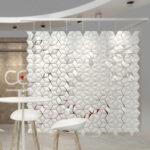 Separador de ambientes colgante Facet en color Blanco y ancho 238cm x alto 226cm