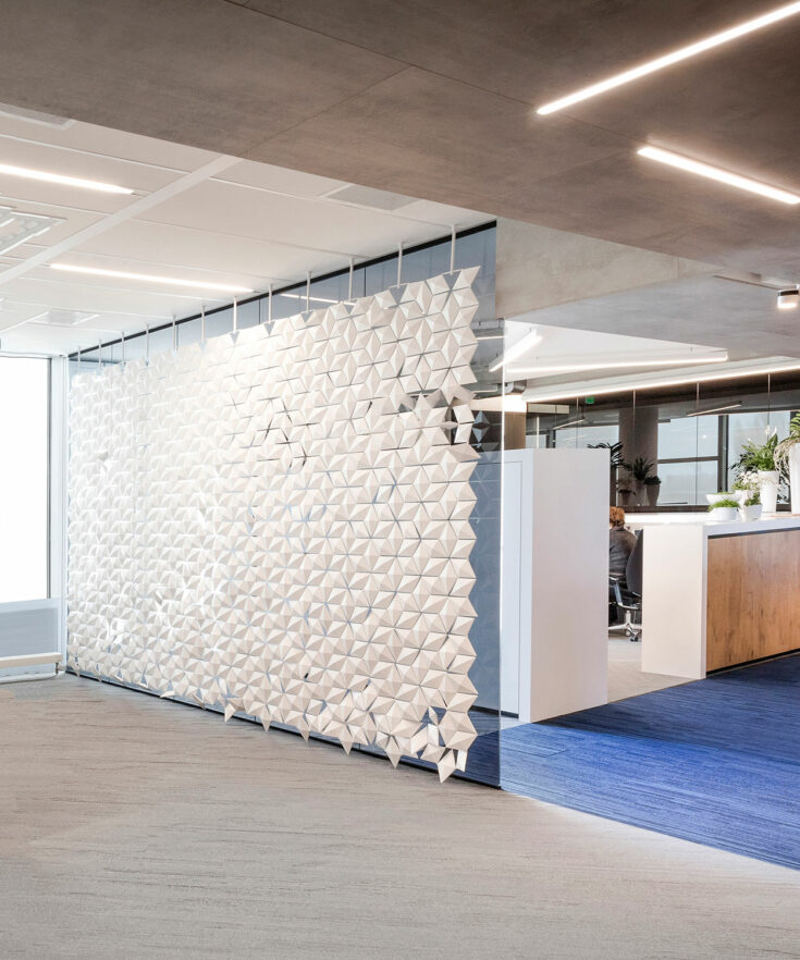 Grote kantoor scheidingswand Facet in kleur Wit en breedte 408cm x hoogte 265cm